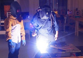 how_manufacturing_companies_can_benefit_from_a_b2b_business_growth_consultant
